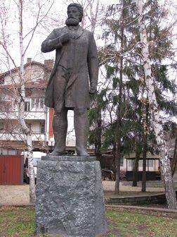 паметник на Ангел Кънчев в Трявна
